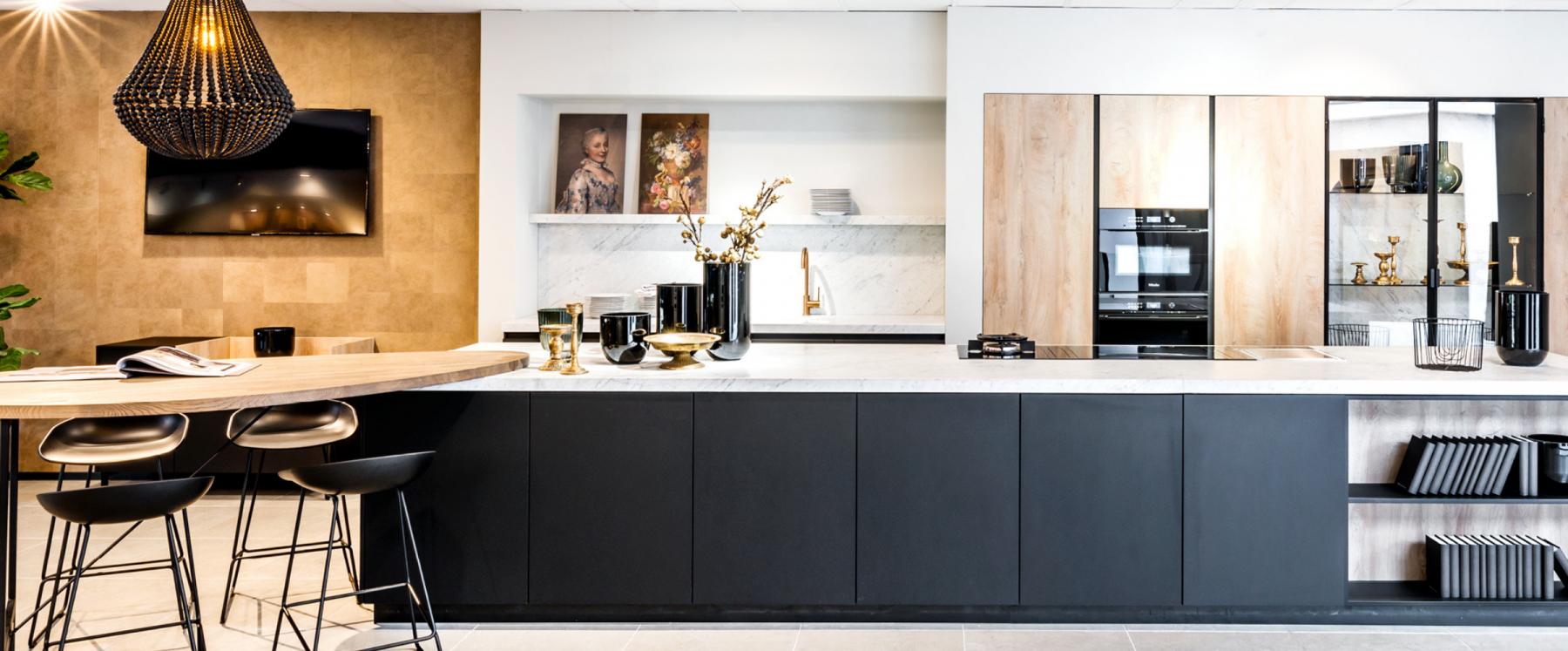 Moderne designkeuken met marmeren werkblad
