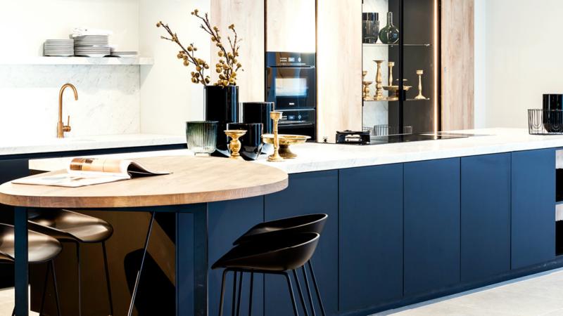 Moderne designkeuken met klassieke elementen