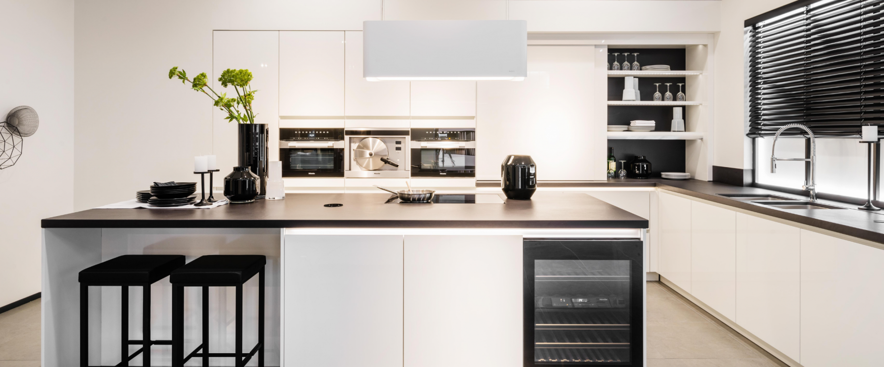 Zwart-wit keuken in modern, klassieke stijl