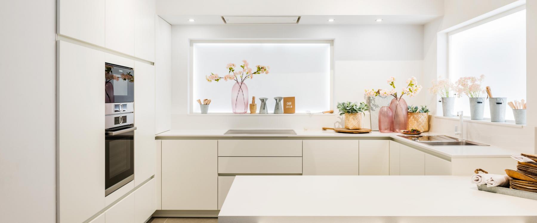 witte, gezellige kitchenette