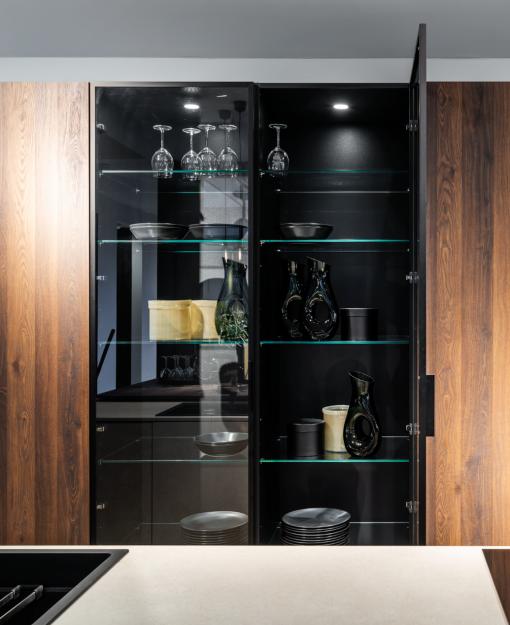 Aluminium vitrinedeuren geven de keuken een unieke designlook