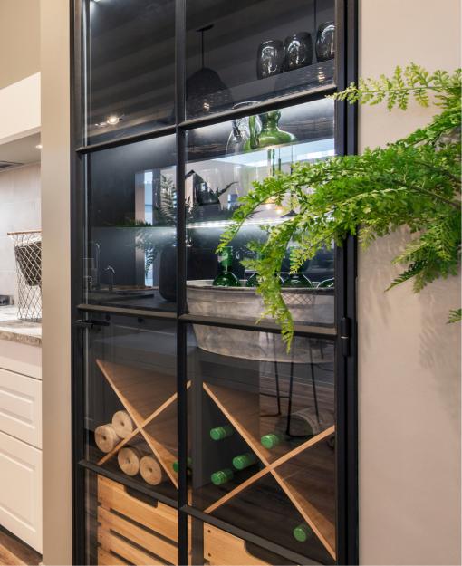 Trendy vitrinekast in glas-in-aluminium