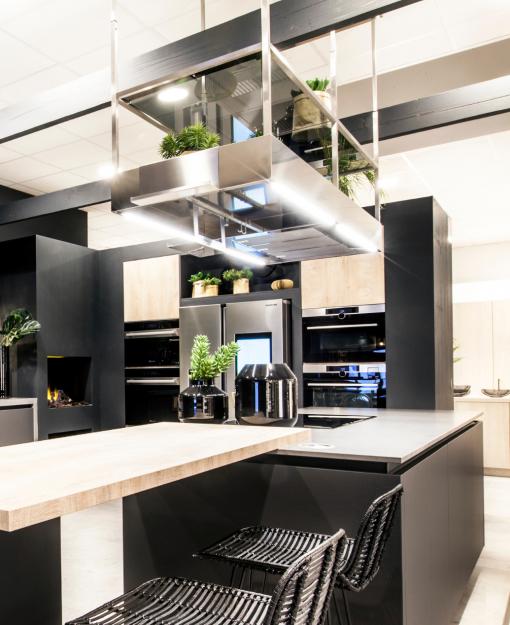 Verstelbare dampkap van Falmec met ruimte voor kruiden en planten