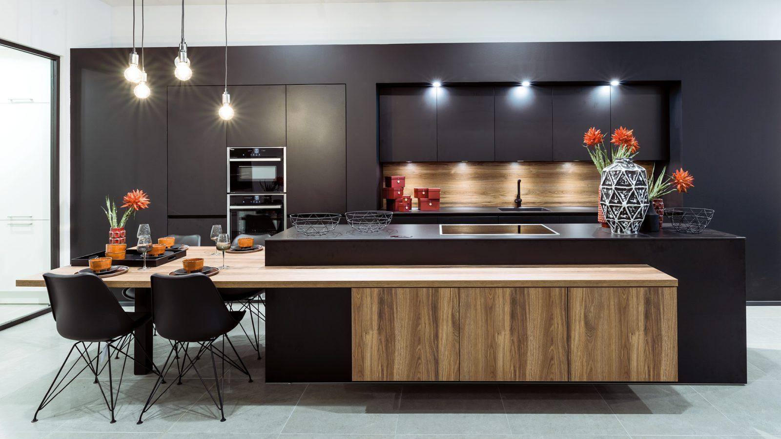Zwarte moderne DSM Keuken