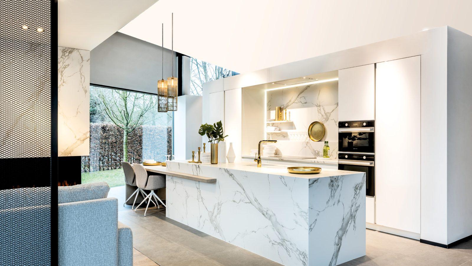 Witte moderne keuken